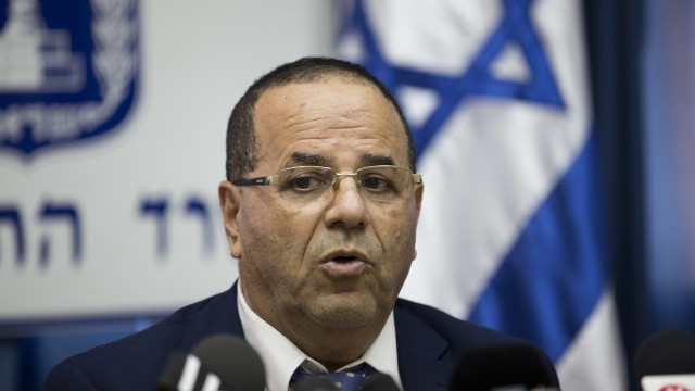 Opposing assumptions in the coverage of Israel's plan to close Al Jazeera