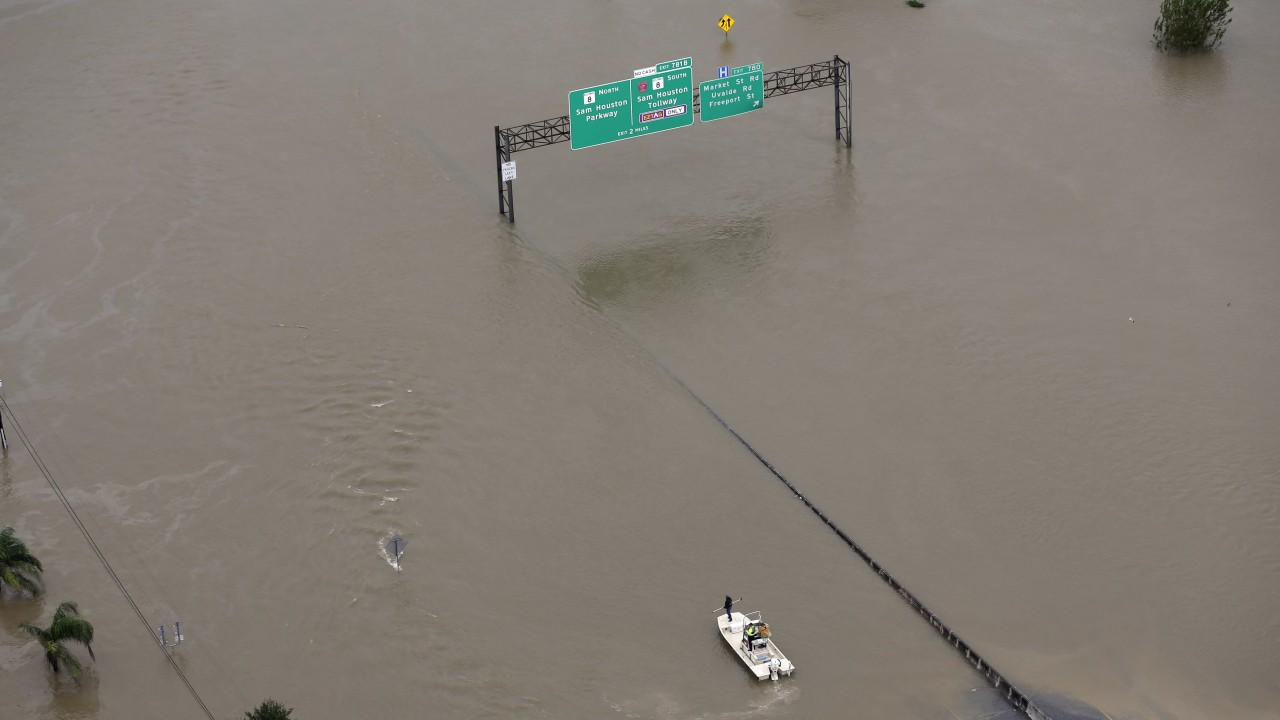 Trump pledges $1m of his personal money to Harvey relief