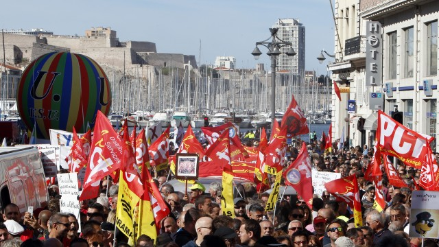 The media suggests French labor reform is unpopular, but doesn't explain what it is.