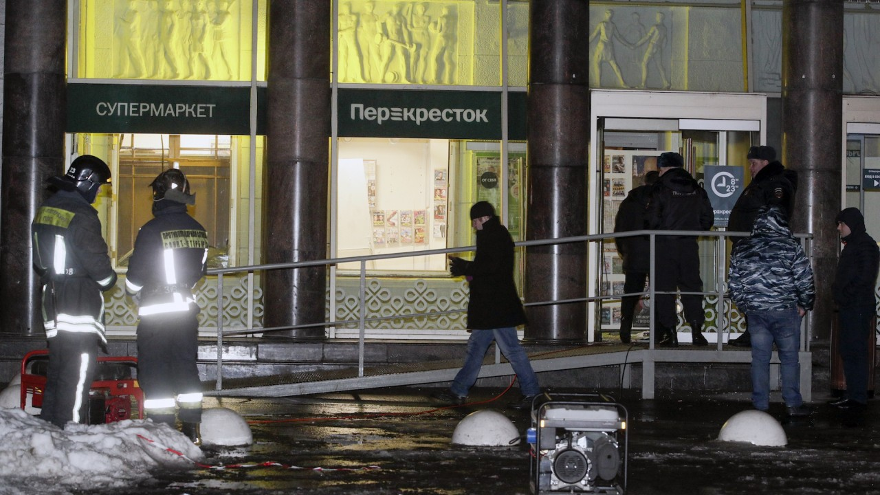 10 hurt in supermarket bombing