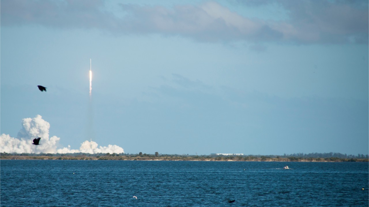 SpaceX launches Falcon Heavy rocket into space