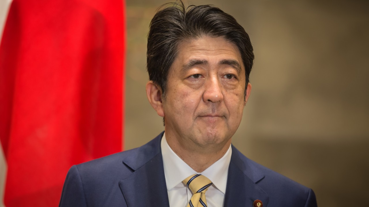 Former Japanese PM calls for current PM Abe to step down
